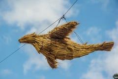 Traditionelle russische handgemachte Puppe des Vogels vom Stroh Stockfotografie