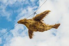 Traditionelle russische handgemachte Puppe des Vogels vom Stroh Lizenzfreies Stockfoto