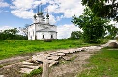 Traditionelle russische Kirche in der alten Stadt Suzdal. Stockfotografie