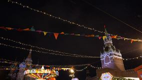 Traditionelle russische Messe auf Rotem Platz, Winter, Schneefälle, Feiertag, Pfannkuchenwoche stock footage