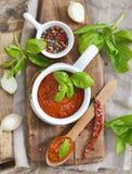 Traditionelle selbst gemachte Tomatensauce Lizenzfreie Stockbilder