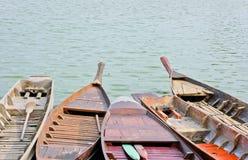 Traditionelle siamesische Rowboats lizenzfreies stockbild