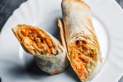 Traditionelle sish Kebabverpackung das Türkische Shawarma-Hartweizens und kofte Fleischklöschen Stockfotos