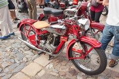 traditionelle Sitzung von Fans von Weinleseautos und -motorrädern Lizenzfreie Stockfotografie