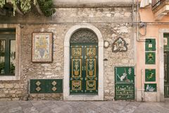 Traditionelle sizilianische Hausfassade in Taormina, Sizilien, Italien Stockfotografie