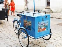 Traditionelle StraßenEiscremelaufkatze in Frankreich Lizenzfreies Stockbild
