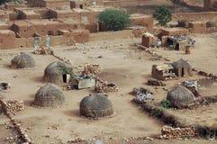 Traditionelle Strohhütten in Hombori Stockbild