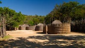 Traditionelle swati Hütte am Dorf nahe Manzini, Mbabane, Swasiland stockbild