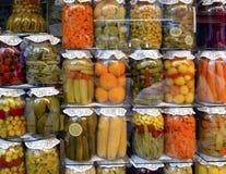 Traditionelle türkische Essiggurken von verschiedenen Obst und Gemüse von Lizenzfreie Stockfotos