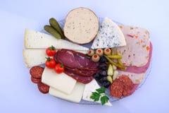 Traditionelle türkische Frühstücksservierplatte auf dem grauen Holztisch, Draufsicht Gesundes t?rkisches Fr?hst?ck am hellen Morg lizenzfreies stockbild