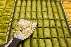 Traditionelle türkische Nachtische verschieden; Köstliches Nachtisch Baklava lizenzfreie stockbilder