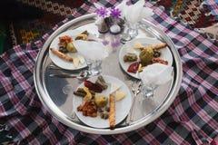 Traditionelle türkische Nahrung auf einer Platte Stockfotos