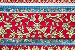 Traditionelle thailändische Artkunstmalerei auf Decke stockfotos