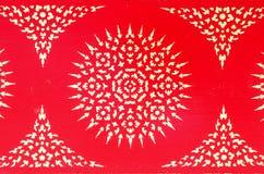 Traditionelle thailändische Artkunstmalerei auf Decke stockfoto