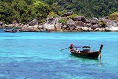 Traditionelle thailändische longtail Boote Stockbilder