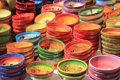 Traditionelle Tonwaren auf einem Markt in der Provence Stockbild