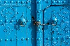 Traditionelle tunesische Tür Lizenzfreie Stockfotografie
