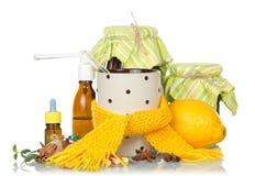 Traditionelle und medikamentöse Abhilfen für Kälte an stockbild