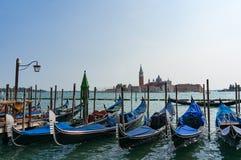 Traditionelle venetianische Gondeln am großartigen Kanal Stockbild