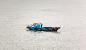 Traditionelle vietnamesische Boote im Hafen Stockfoto