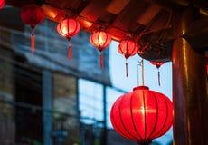 Traditionelle vietnamesische Laternen draußen. Stockbild