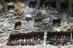 Traditionelle Wächter an den Gräbern, übernatürlicher Tau Tau stellt PO dar Stockfoto