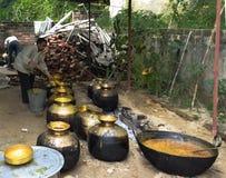 Traditionelle Weise des Kochens in Himachal Lizenzfreies Stockfoto