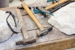 traditionelle werkzeuge bildhauer holz h mmer und mei el f r workin stockbild bild von. Black Bedroom Furniture Sets. Home Design Ideas