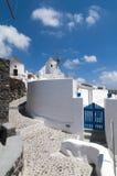 Traditionelle Windmühlen auf der Insel von Santorini, Griechenland Lizenzfreies Stockfoto