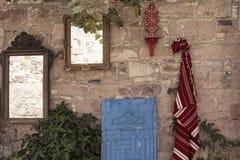 Traditionelle Wolldeckenteppich- und -antikenspiegel Stockbilder