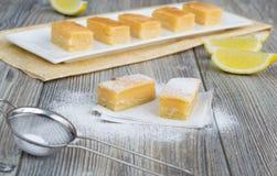 Traditionelle Zitronenstangen Lizenzfreie Stockfotos