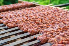 Traditioneller Adana-Kebab Stockfotos