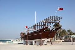 Traditioneller arabischer Dhow in Bahrain lizenzfreie stockbilder