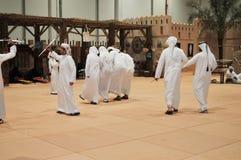 Traditioneller arabischer Tanz an Abu Dhabi International Hunting und an der Reiterausstellung (ADIHEX) 2013 Stockbilder
