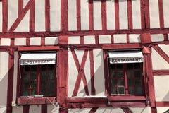 Traditioneller Burgunder zimmerte Gebäude in Dijon, Frankreich lizenzfreie stockfotografie