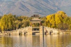 Traditioneller Chinese Brücke im Herbst Lizenzfreies Stockbild