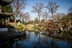 Traditioneller Chinese-Garten im Winter Stockbild