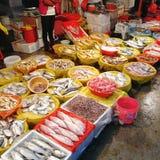 Traditioneller chinesischer Meeresfrüchtemarkt lizenzfreie stockbilder