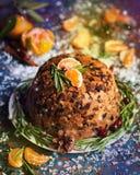 Traditioneller englischer Weihnachtspflaumenpudding Lizenzfreie Stockfotos