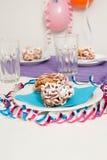 Traditioneller finnischer Maifeiertags-Trichterkuchen Stockfoto