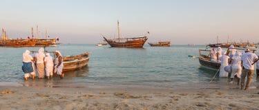 Traditioneller hölzerner Boote Katara-Strand Katars Dhow lizenzfreies stockbild