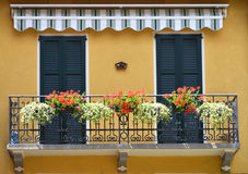 Traditioneller italienischer Balkon lizenzfreie stockbilder