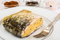 Traditioneller jüdischer Passahfestlebensmittelgefilter fisch mit Karotten, Gleichheiten stockbilder