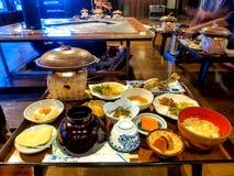 Traditioneller japanischer Abendessensatz Stockbild