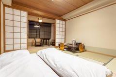 Traditioneller japanischer Gastraum von Ryokan Jonoyu, onsen ryokan von yufu Stadt Lizenzfreie Stockbilder