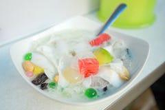 Traditioneller köstlicher Asiat Es Teler malaysisch und Indonesien-Süßspeise kacang Cendol oder Es Dawet stockbilder