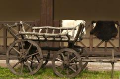 Traditioneller kaukasischer hölzerner Warenkorb lizenzfreies stockbild