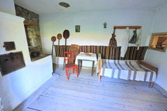 Traditioneller landwirtschaftlicher Hauptinnenraum von Bucovina Lizenzfreies Stockbild
