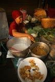 Traditioneller Lebensmittelverkäufer stockbild