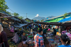 Traditioneller Morgen-Markt stockbilder